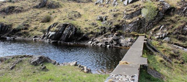 04 Dam, Bealach Sgairt Des-uisge, Ruth walking the coast of Scotland, Castle Tioram